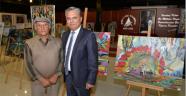 Başkan Uysal, ressam Bağdaş'ın sergisini gezdi