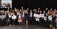 Başkan Uysal'a Kosova'dan Türk bayraklı rozet