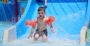 Bunaltan sıcakta havuz keyfi