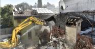 Can güvenliğini tehdit eden binalar yıkılıyor