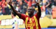 Demba Ba rekorla Çin'e döndü