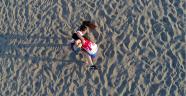 Dünya Plaj Güreşi Şampiyonu harçlık için serada çalışıyor