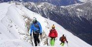 Everest'e tırmanan dağcı, çocuklarını doğada büyütüyor