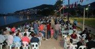Finike'de, deniz manzaralı iftar sofrası