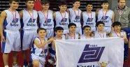 Genç basketbolcuların şampiyonluk sevinci