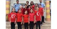 Görme engelli öğrencilerden müzik ve şiir ziyafeti