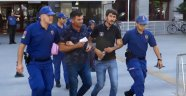 İcra görevlilerini dövüp, rehin alan anne ve oğulları tutuklandı