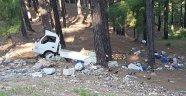 Kamyonet uçuruma yuvarlandı: 2 ölü, 2 yaralı