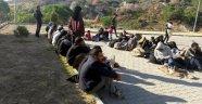 Kayalıklara saklanmış 46 kaçak yakalandı