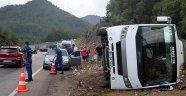 Kemer'de turistlerin taşındığı midibüs devrildi: 6 yaralı