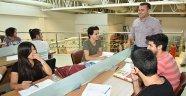 Kütüphane, öğrencilerini bekliyor