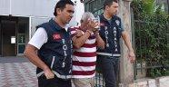 Muayene sırasındaki hastanın 15 bin lirasını çaldı