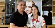 Muratpaşa'nın altın kızına kutlama