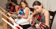 Muratpaşalı çocukların gitar tutkusu