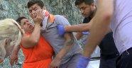 Oğlu kaza yapan annenin yardım çabası