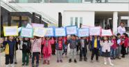 Öğrenciler, çocuk hakları için yürüdü