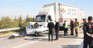 Otomobil, TIR'ın altında kaldı: 1 ölü, 1 ağır yaralı