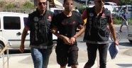 Polisi görünce 23 adet uyuşturucu hapla dolu poşeti yuttu
