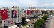 Sokaklar bayraklarla donatıldı