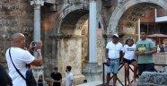 Tarihi fotoğraf stüdyosu, Hadrian Kapısı