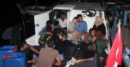 Teknenin motoru arızalanınca mahsur kalan kaçaklar kurtarıldı