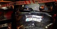 TIR, kırmızı ışıkta bekleyen araçlara çarptı