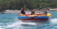 Yaz aylarında turistlerin vazgeçilmez eğlencesi su sporları
