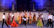 'Zorba' Aspendos Antik Tiyatrosu'nda sahnelendi