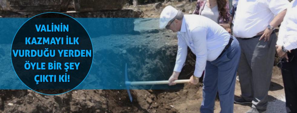 Vali'nin ilk kazmayı vurduğu yerde ilk kadın başkanın anıt mezarının podyumu çıktı