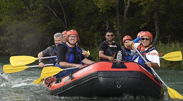 Vali Karaloğlu, Beşkonak'ta rafting yaptı