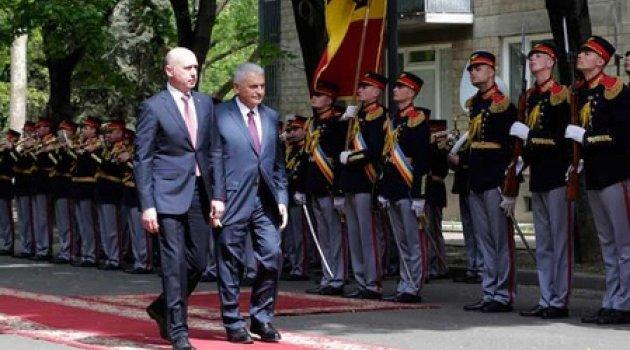 Yıldırım Moldova Başbakanı tarafından resmi törenle karşılandı