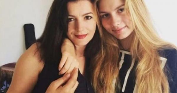 Aleyna Tilki ve annesi mutfakta şarkı söyledi