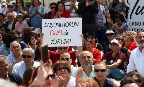 CHP'liler Antalya'da demokrasi için oturdu!